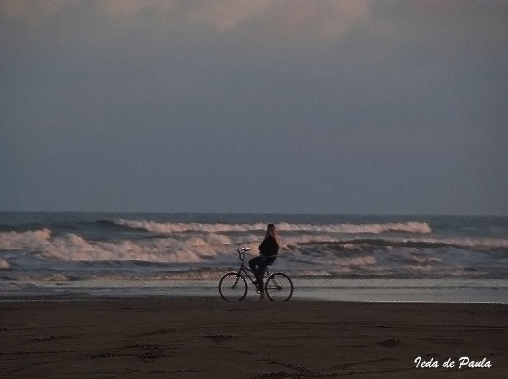looking at sea by iedadepaula5