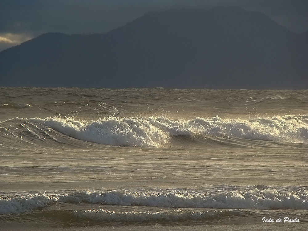 waves and mountains by iedadepaula5