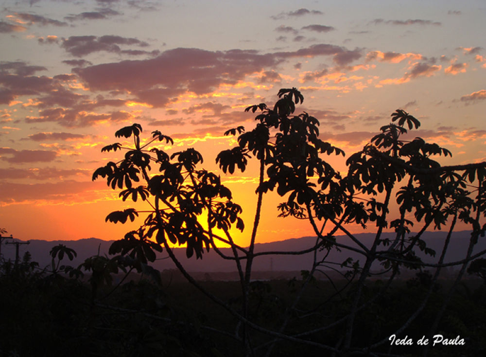 sunset behind the mountains by iedadepaula5