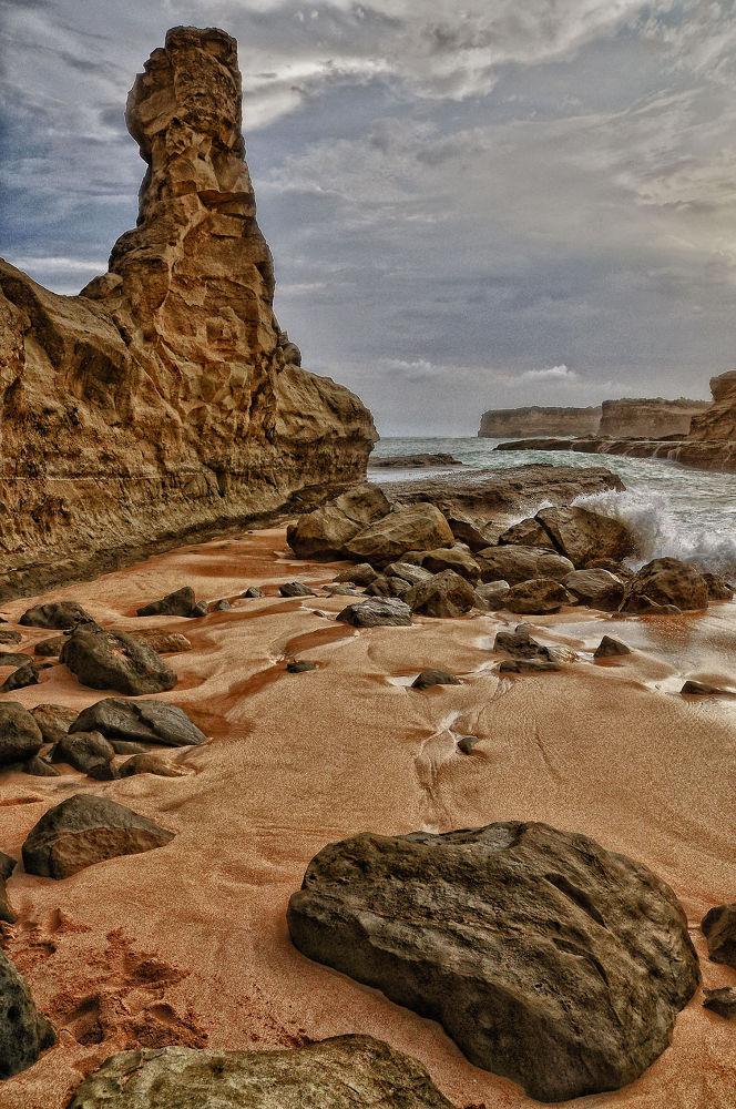 Rock on the beach by nurdinrivai