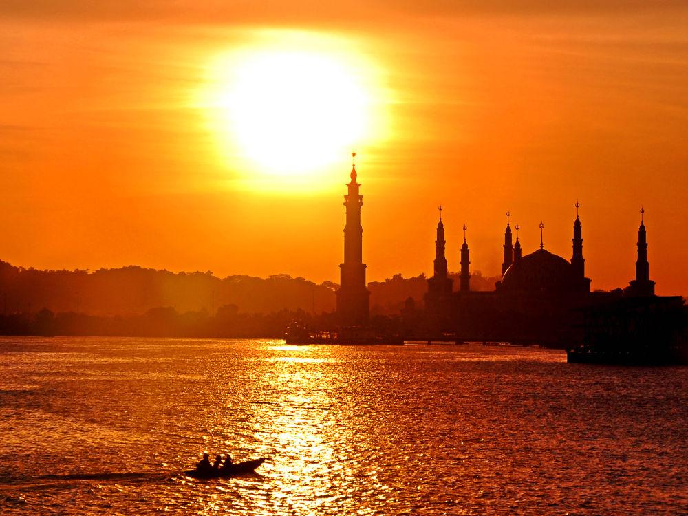 sunset on Mahakam River by nurdinrivai