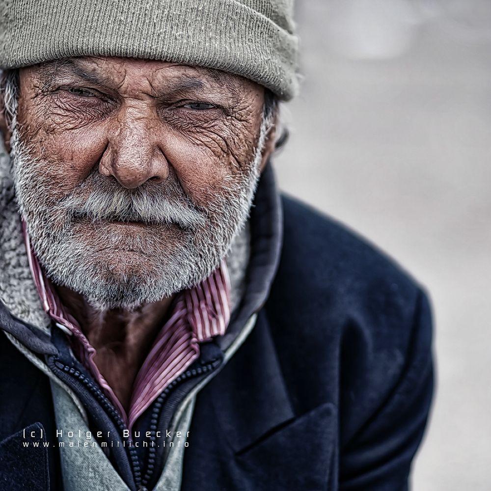 Life on street by Holger Bücker