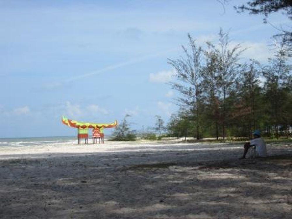 Pantai Serdang, Belitung Timur by sumaidimbm