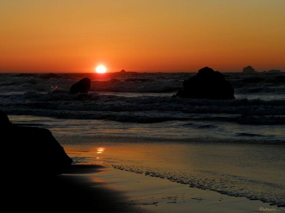 Photo in Landscape #sunset #sea stacks #seascape #beach #ocean #sun #rocks #gold beach #oregon #oregon coast