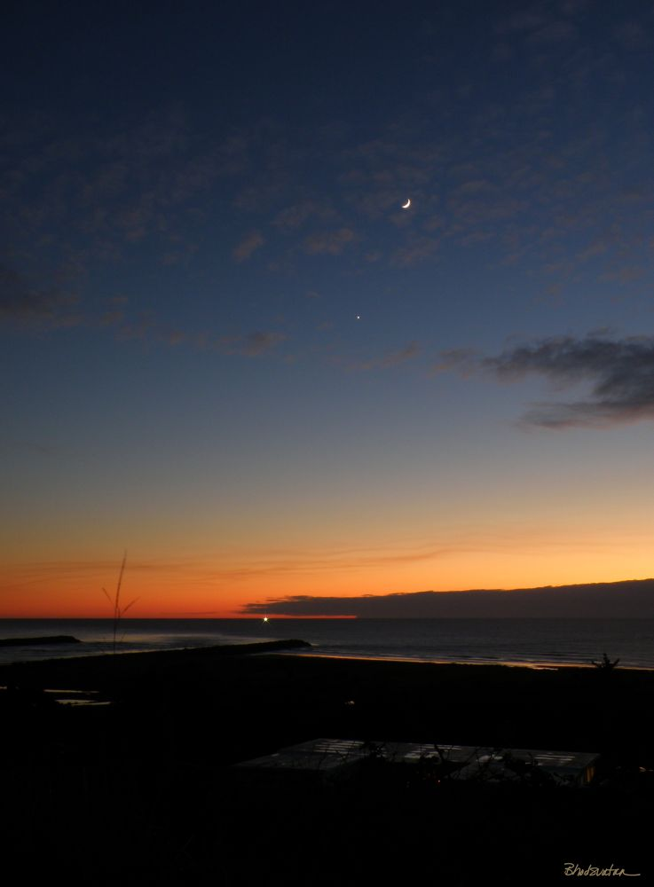 Tonights Crescent Moon and Venus over Rogue River & Pacific Ocean by tatiacha