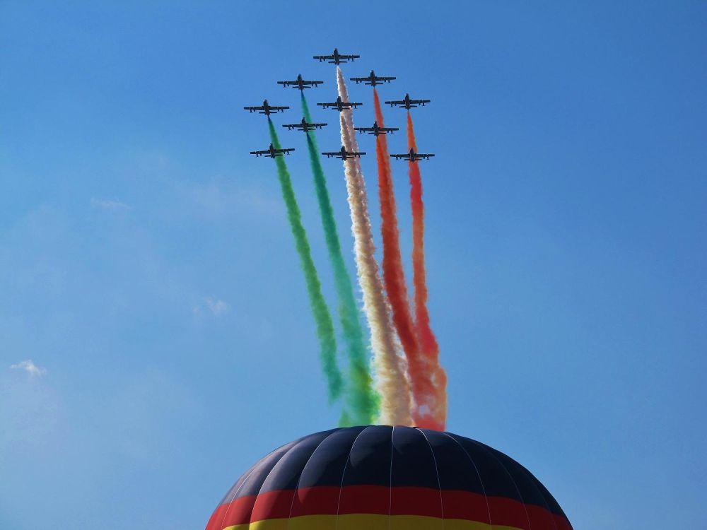 Italian jets @ balloon festival by tracybertapelle