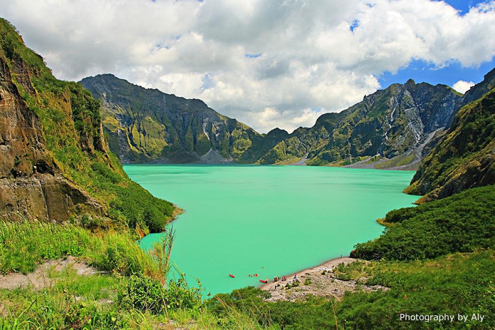 Mt. Pinatubo by AlyReyes