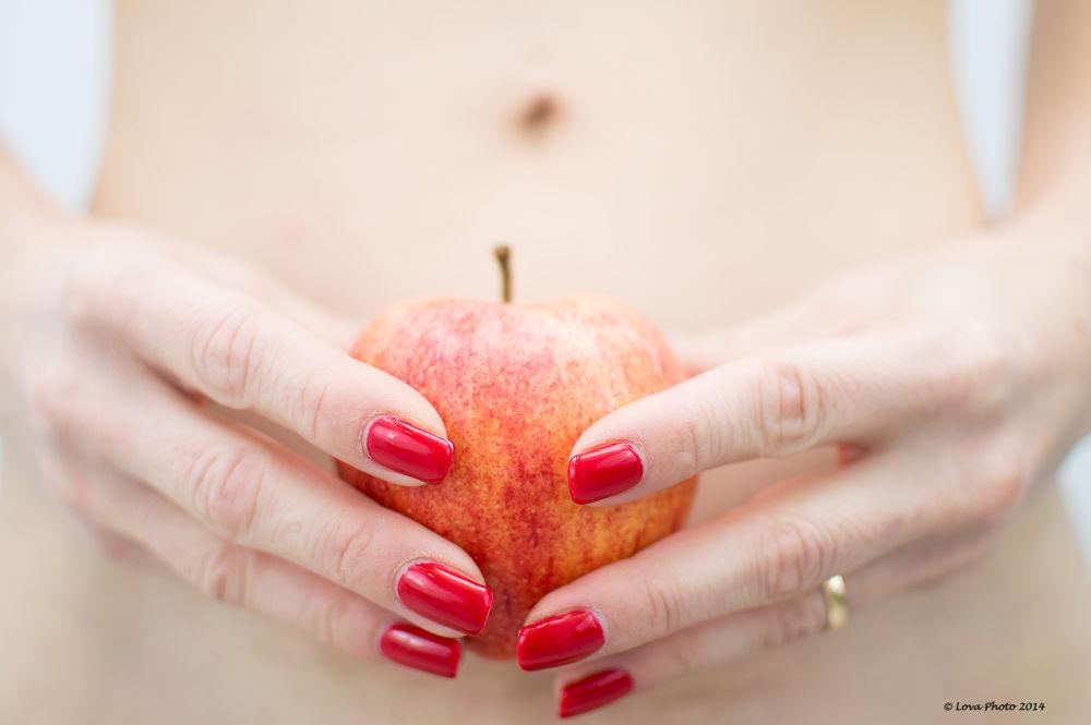 The forbidden Fruit (project 52/week 1) by Lova Photo
