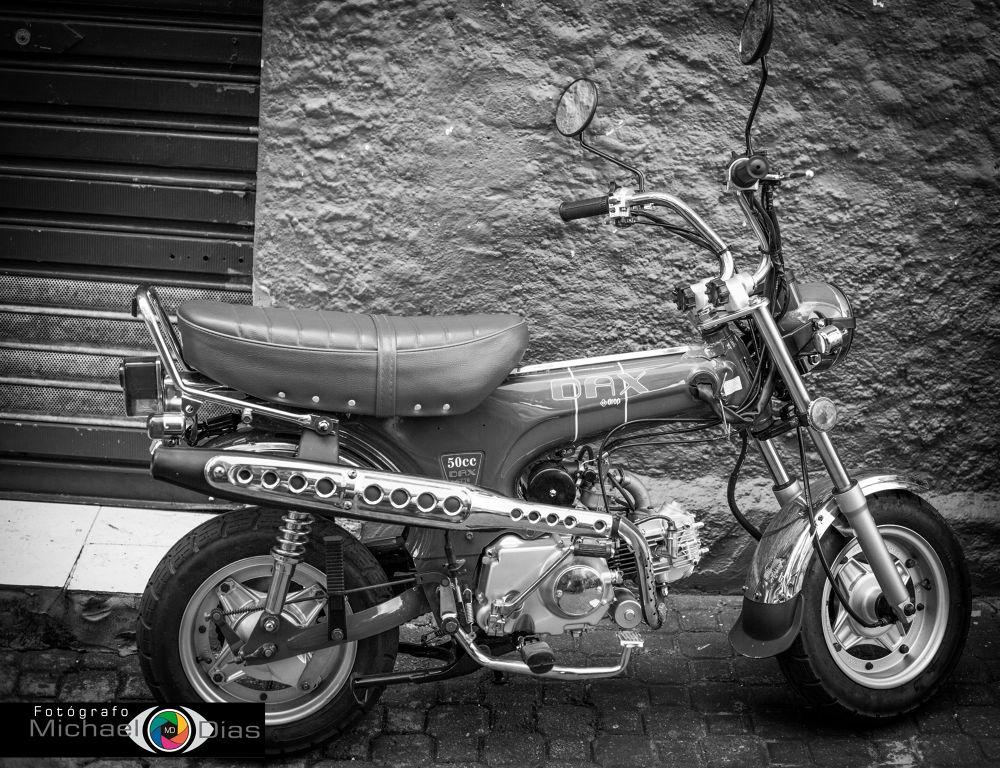 Moto by Michael Dias de Oliveira