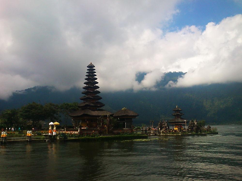 Ulundanu Bratan - Bali - Indonesia by Diana Nita