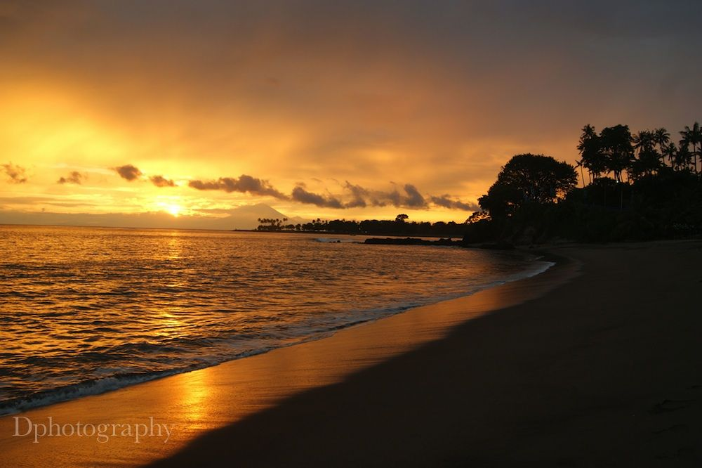 Sunset in Lombok by Herodion Luas