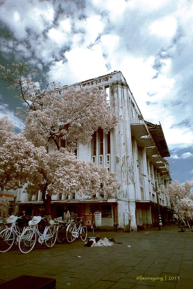 bangunan tua by Iwon kumala