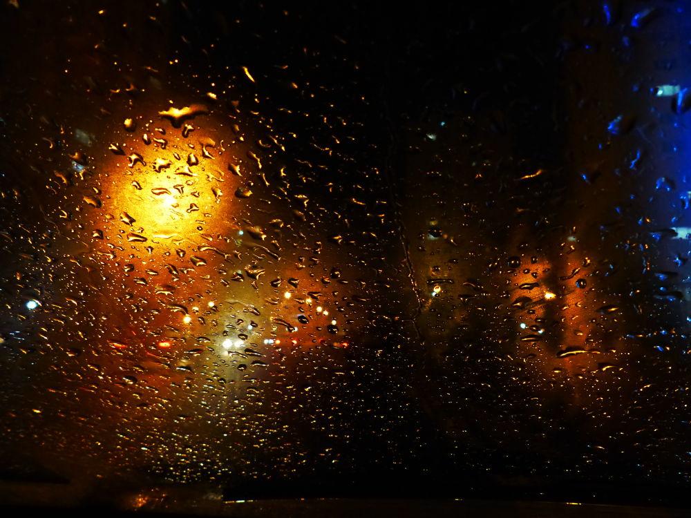 a rainy night by Dan Khiabani