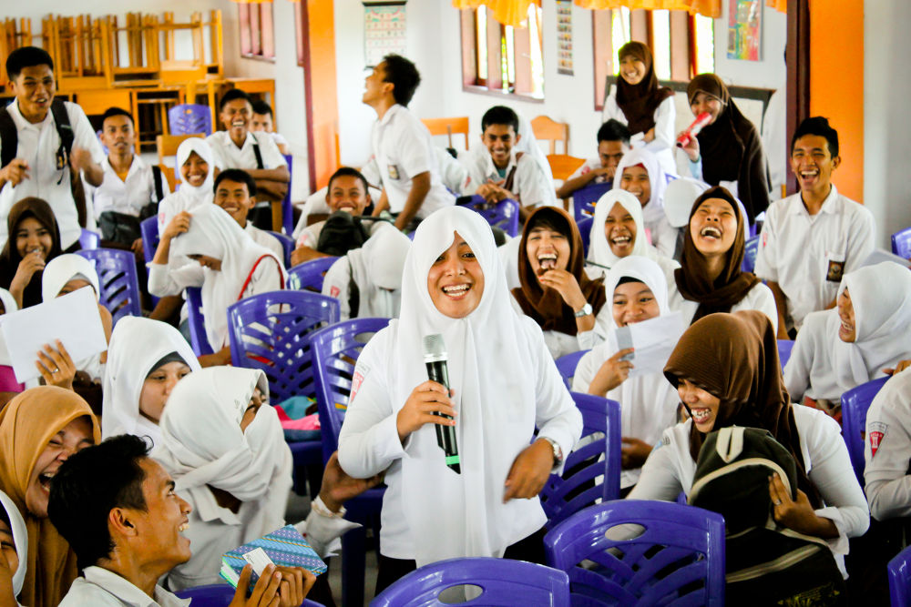 students and laugh by ruru malle
