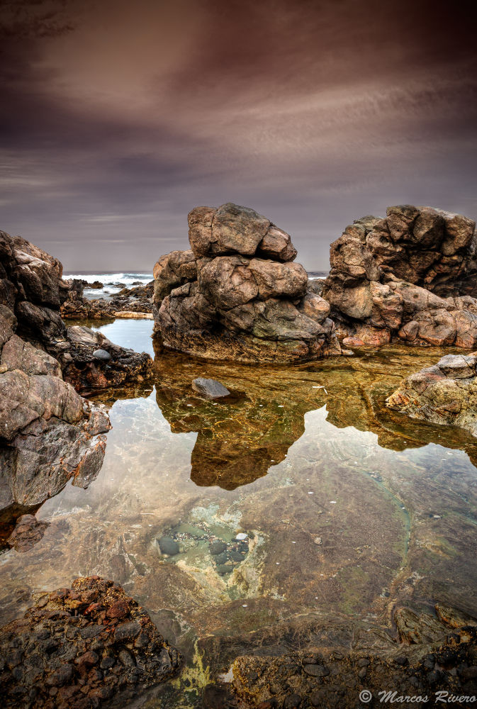 Entre Rocas  by Marcos Rivero