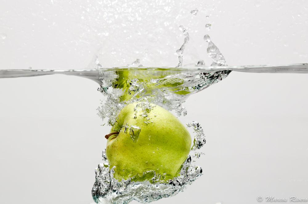 Apple ( II ) by Marcos Rivero