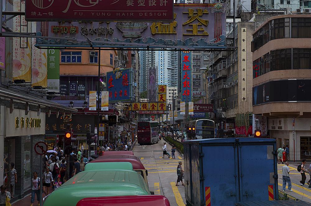 Heavy traffic in Hong Kong by josephmichalak1