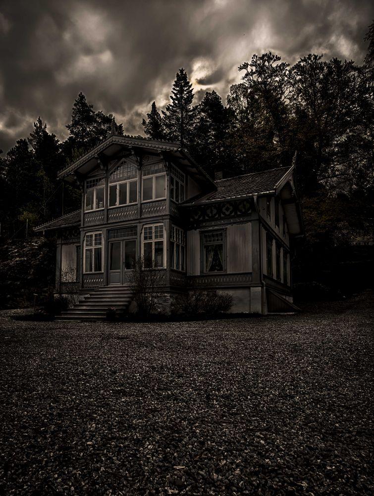 Roald Amundsen home by Bjørn