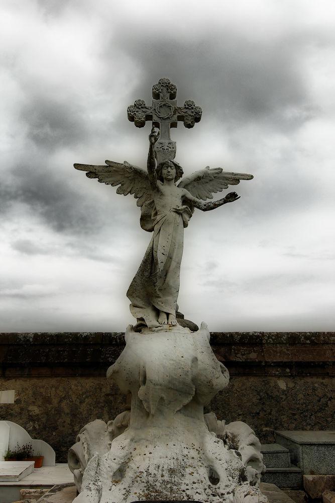 Cementerio en Santillana del Mar by julio rubio
