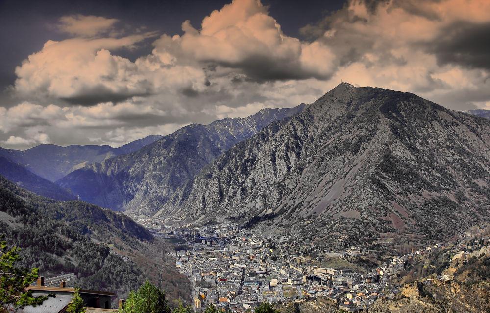 Andorra la Vella by julio rubio