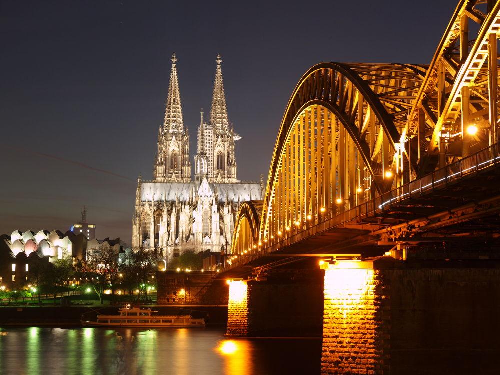 Hohenzollern Bridge in Cologne by Rüdiger van Acken