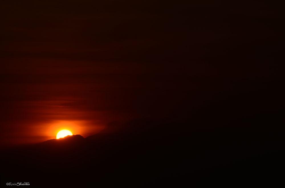Nunca esta mas obscuro que cuando va amanecer by Rocio Sifuentes Orozco