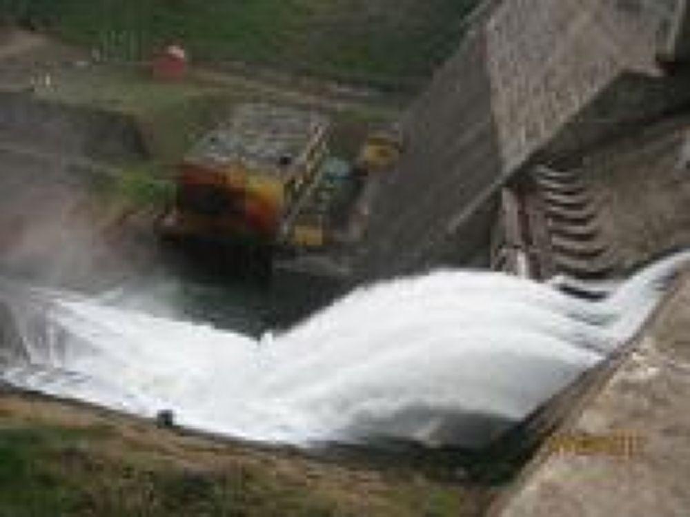 mattuppetty dam by kirannambiyath