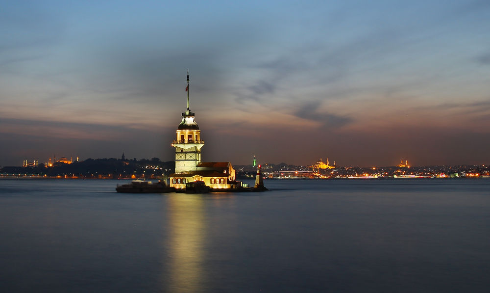 Kiz Kulesi Istanbul 2 by Turan Arslan