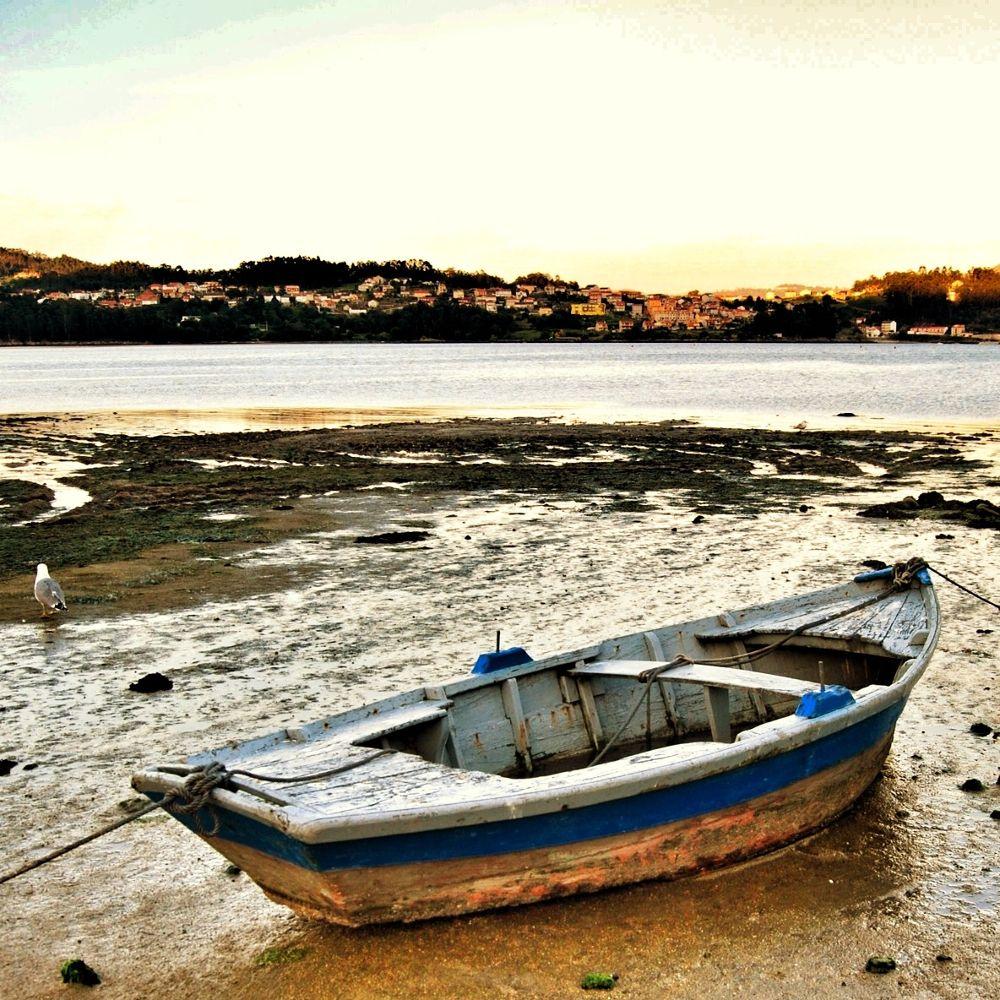 Gamela. Embarcación en la playa de Combarro. Poio. Pontevedra. Galicia by xosebangueses