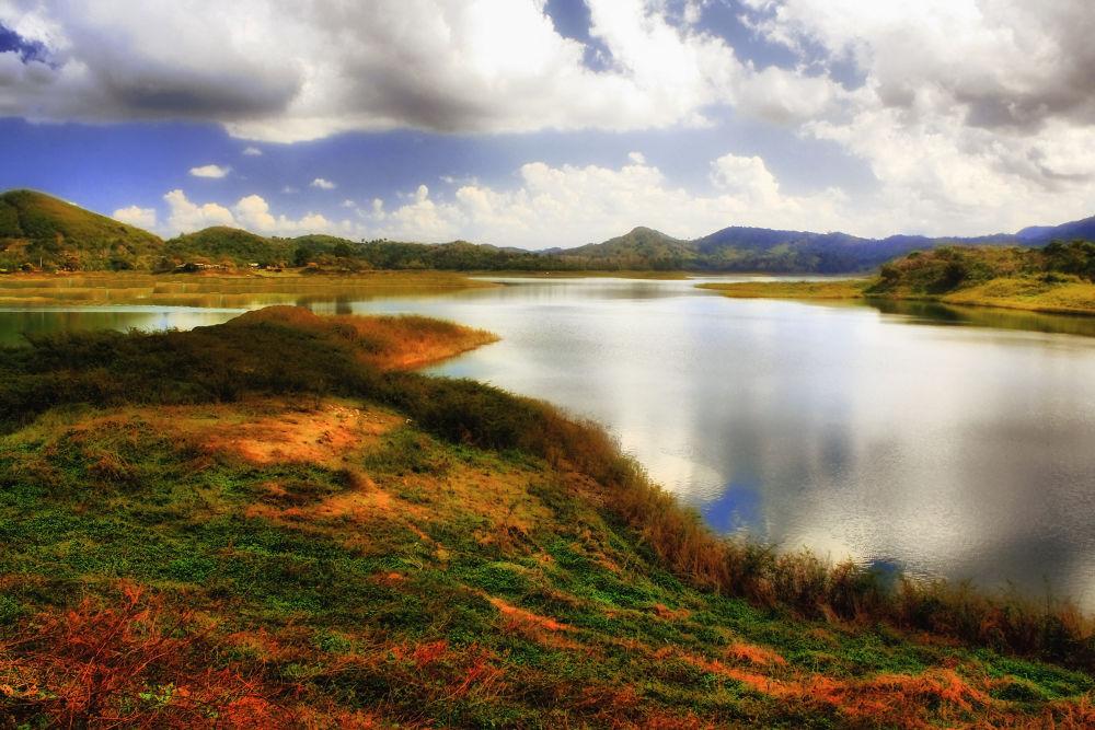 Hanabanilla Lake (6) by Jorge Coromina