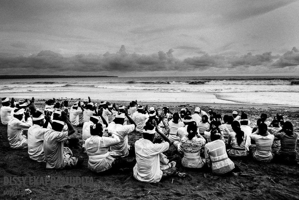 Photo in Random #ypa2013 #praying #bali #melasti #petitenget