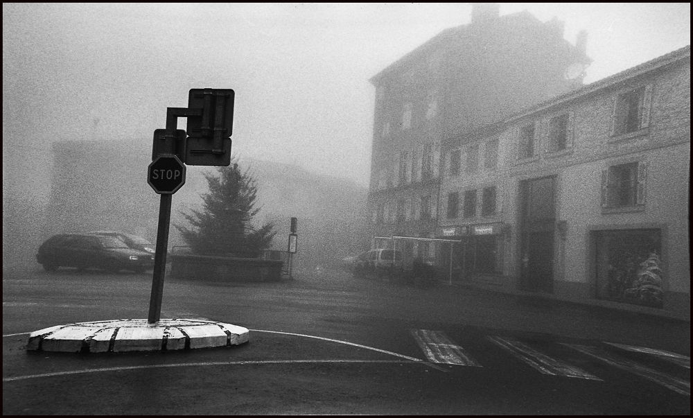 pl de st bonnet , brouillard by ccedriccaravan