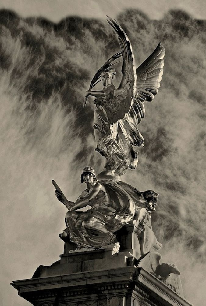 Victoria Memorial  by SakariPartio