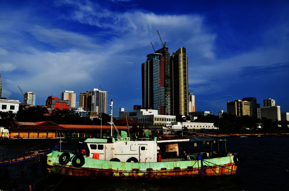 Manila Bay by Allan Borebor