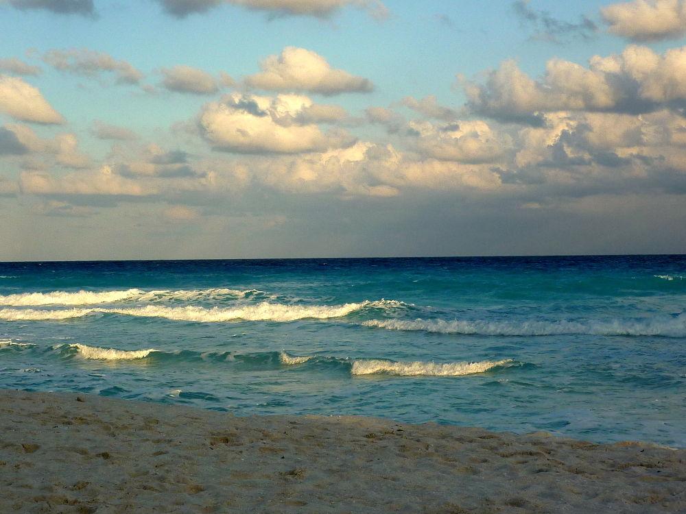 Mar sereno, playa solitaria . by marisabelcaferri