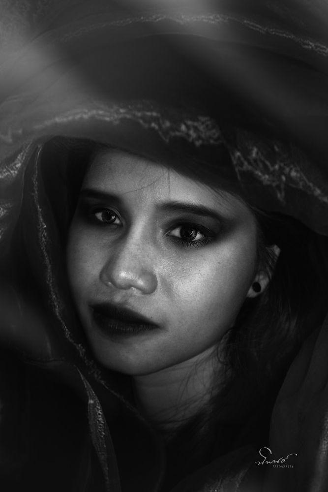 Dark Beauty by NiponUngsriprasert