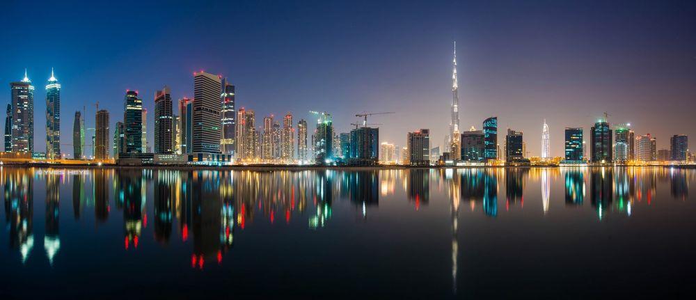 Downtown Dubai Reflections by Yves Heye
