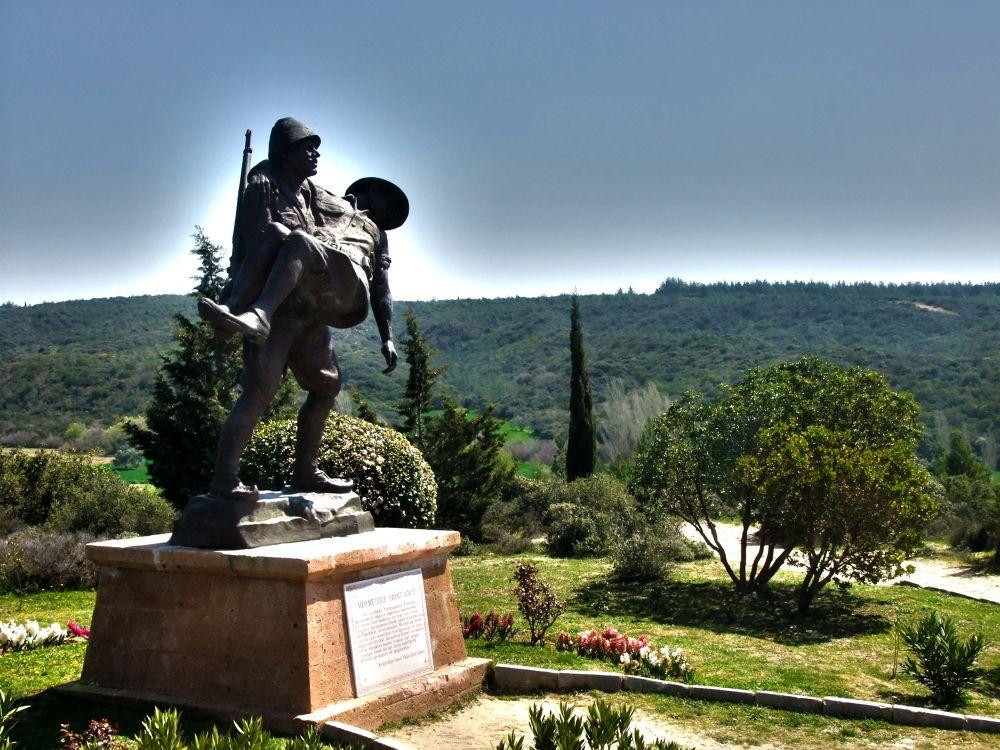 Anıt by Mustafa YORULMAZ