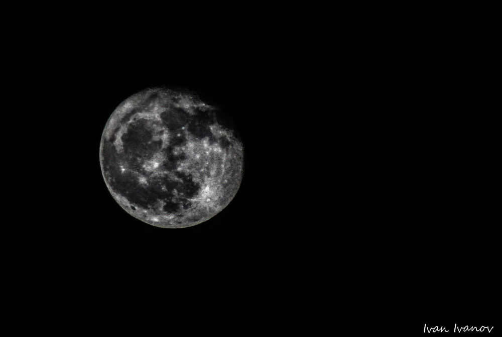 Moon.. by IS3ivan