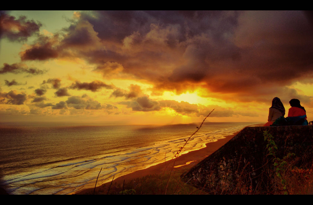 Sunset is my friends by chusni hidayad