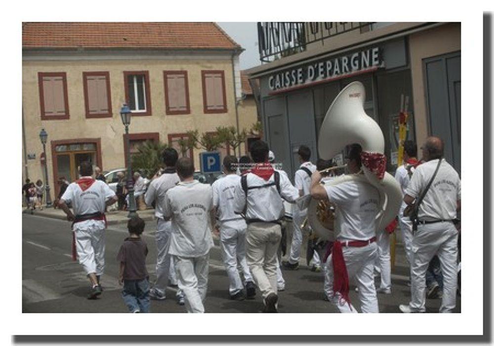 FETES DES FLEURS SUD OUEST GERS FRANCE by Denis levieux