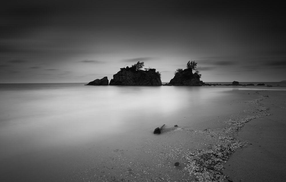 Black & White Long Exposure by kiman499