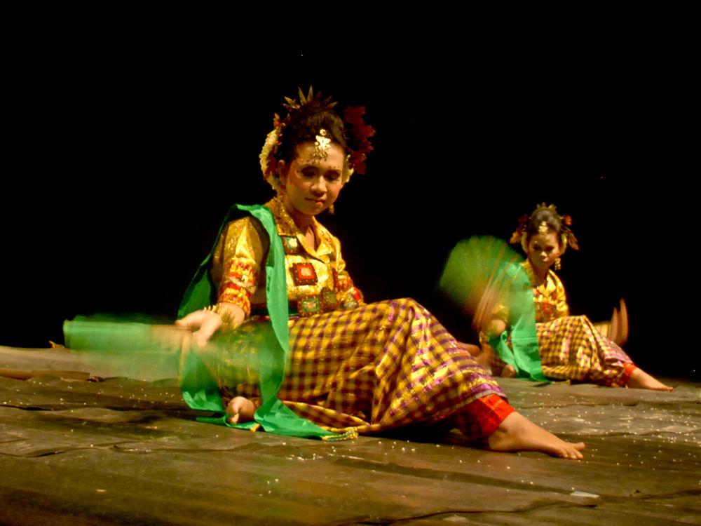 :: traditional dance :: by kosongTujuhh
