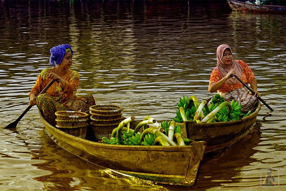 Floating Market by gustinoorifansjah42