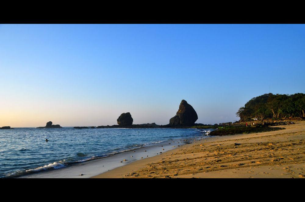 Papuma Beach by gustinoorifansjah42