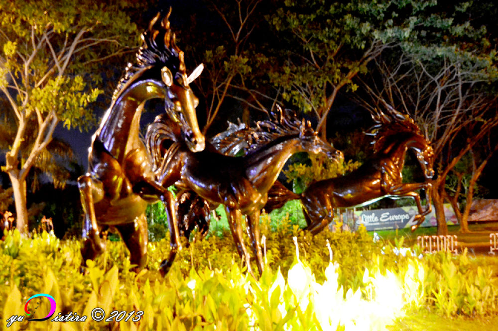 horse statue in the park housing by yuradeztira