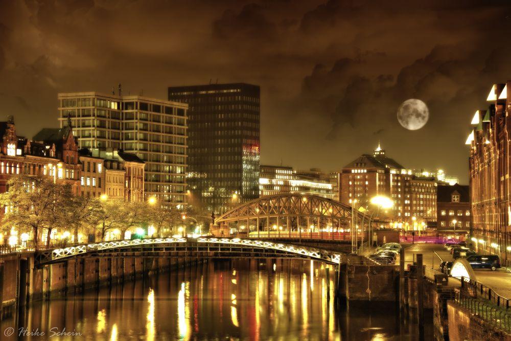 Photo in Cityscape #hamburg #city #clouds #moon