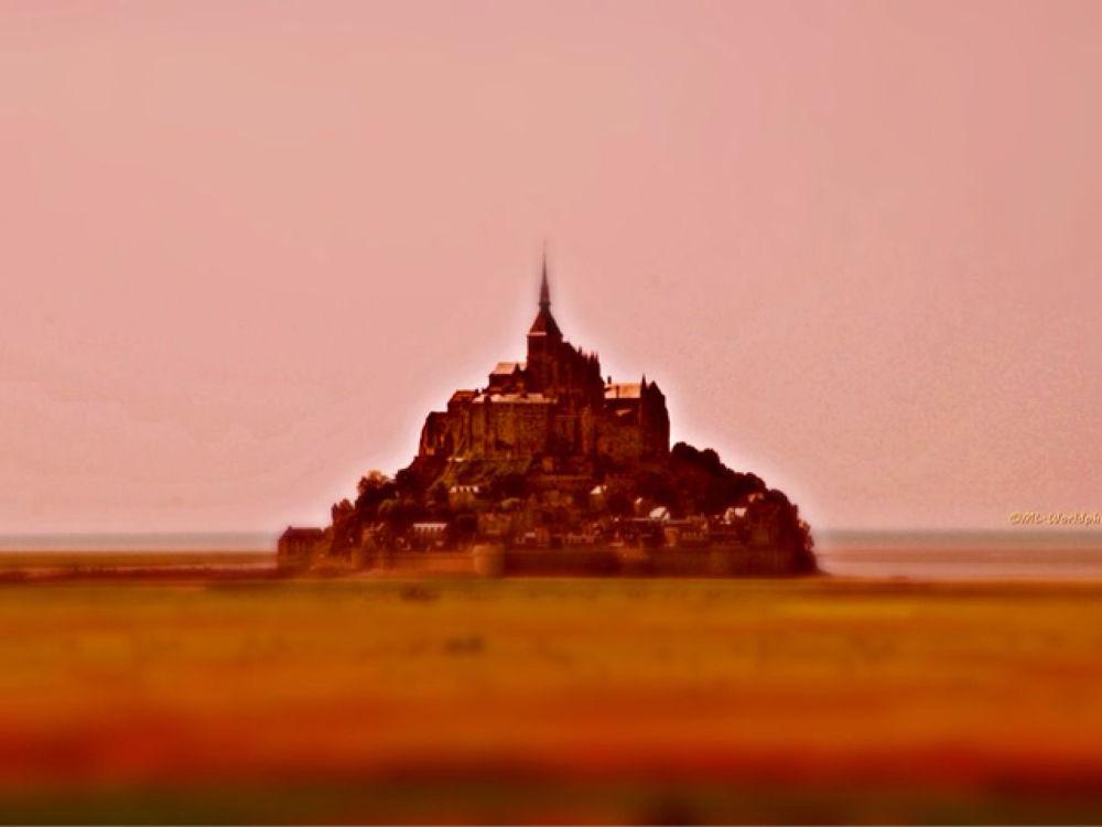 Le Mont Saint Michel  by Marian Lázaro @malenaban