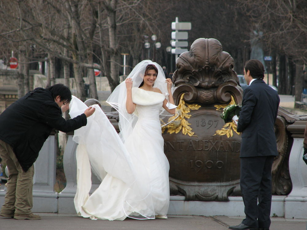 A bride in Paris by Henk de Groot