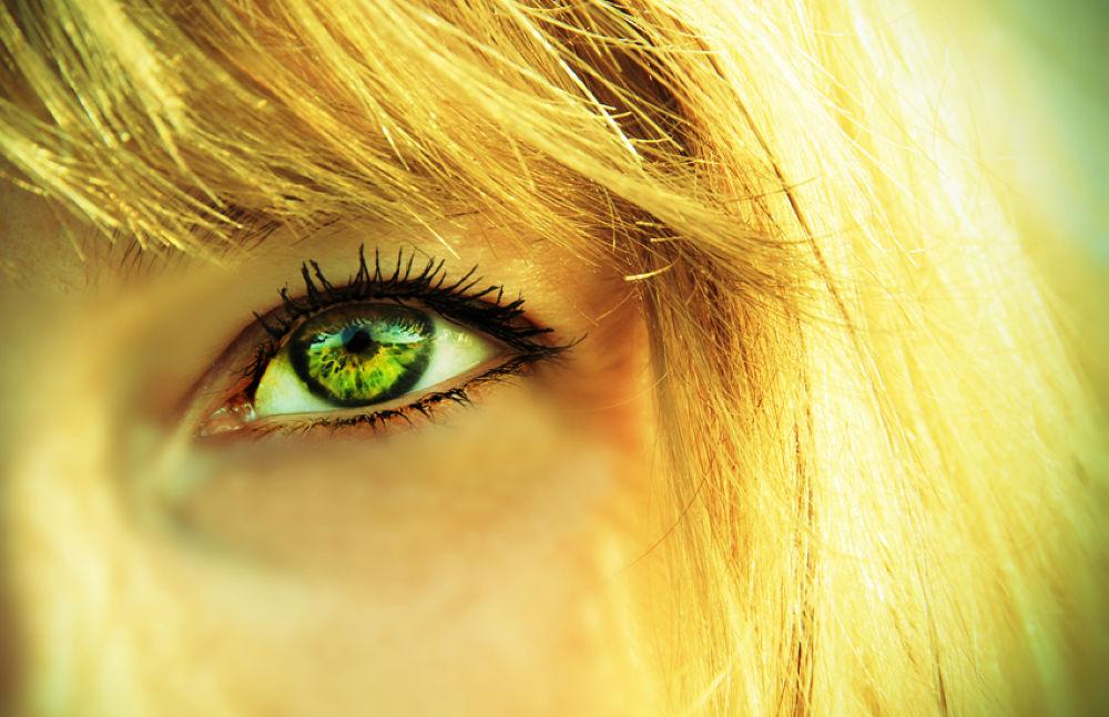 eye by acidezen